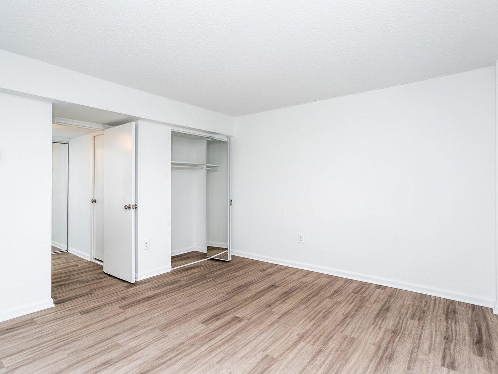 101 S Whiting St 1505-MLS_Size-015-14-Bedroom-2048x1536-72dpi.jpg