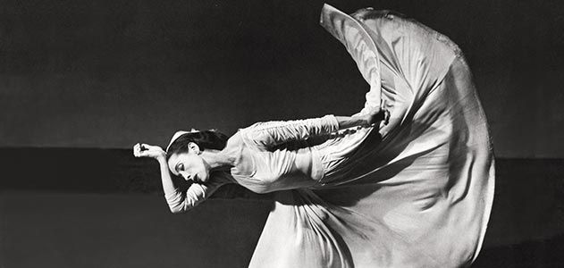 https://public-media.smithsonianmag.com/filer/indelible-Martha-Graham-ballet-631.jpg