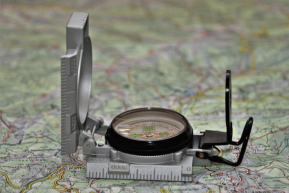 compass-3072376_1920.jpg