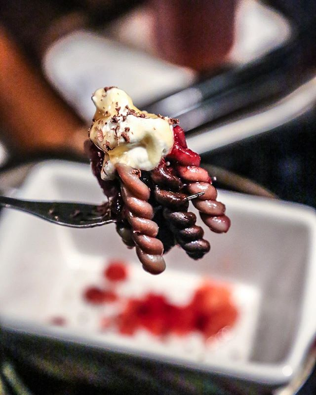 🤯 Pasta for dessert? Scary good. 😱 That's how we celebrated #nationalpastaday last night. Check our stories to see how we created this chocolate raspberry gemelli pasta dish using @pikeplacepasta, @scharffenberger dark chocolate, and of course our truffle honey! 🍫🍝🍯 🍓 #thetruffleist #trufflehoney
