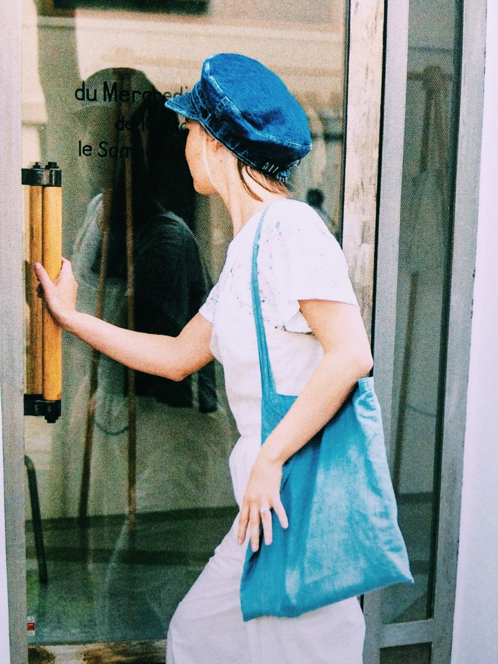 This girl is so cute. I don't normally like this style hat, but she pulls it off. The blue denims work so well with the while coverall and tee. Good for relaxed day time.