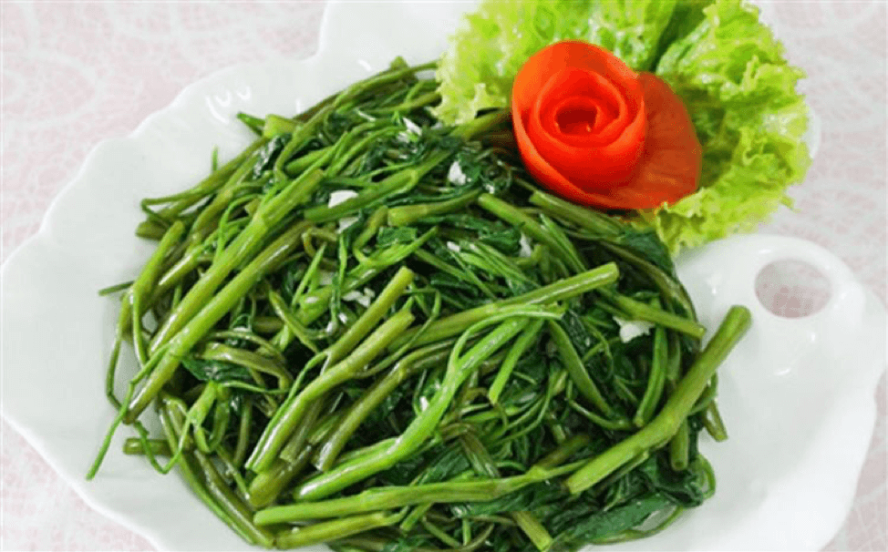 RAU MUỐNG XÀO TỎI (STIR-FRIED MORNING GLORY OR WATER SPINACH WITH GARLIC)