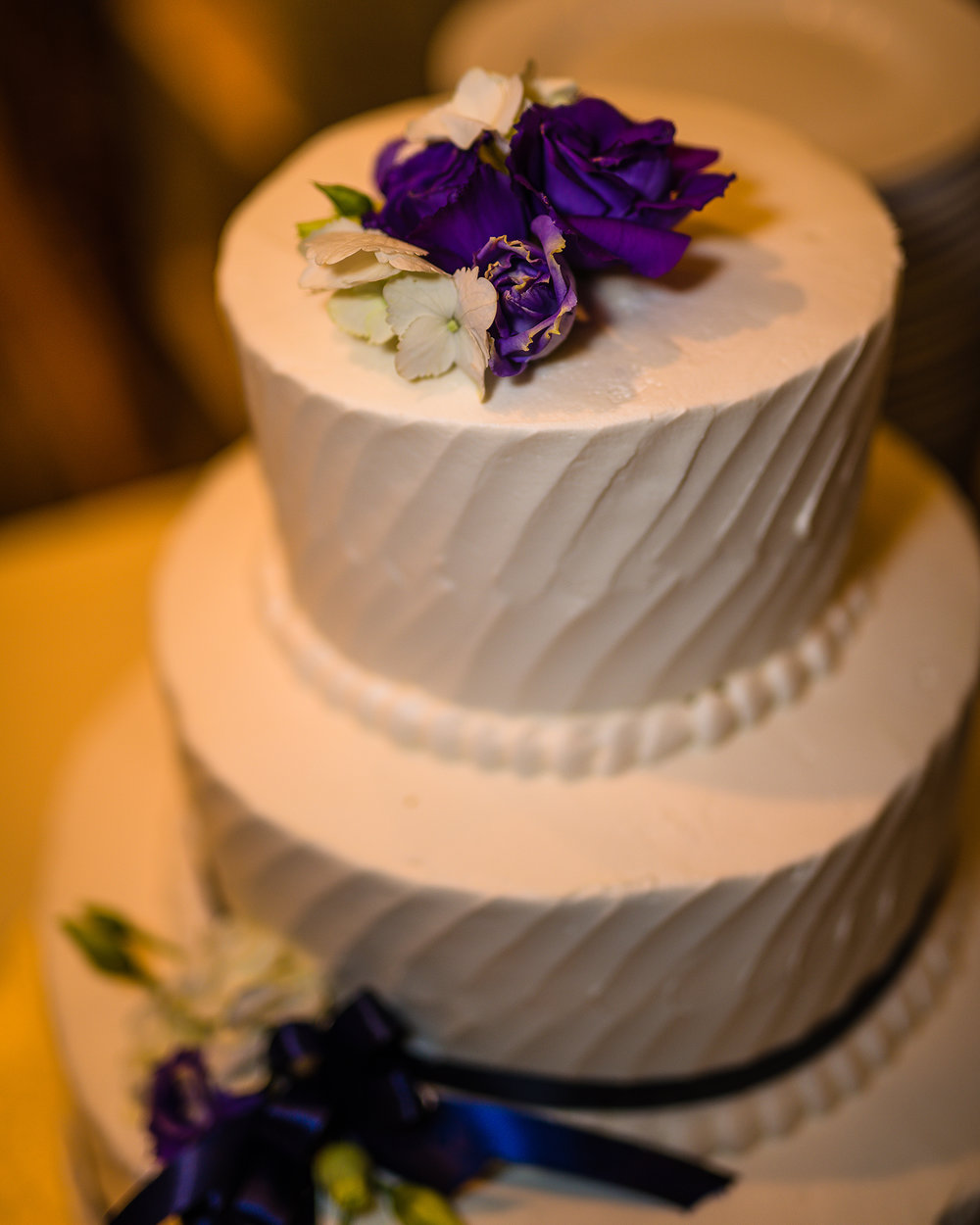 Wedding Cake Photograph Using Light Creatively