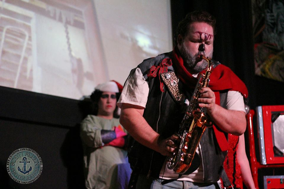 SNOWMAN EDDIE HAVING SAX WITH THE AUDIENCE