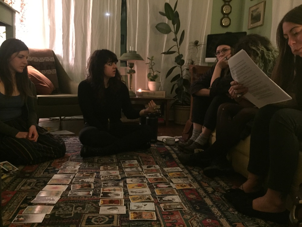 Host a tarot worksop at home with your friends!