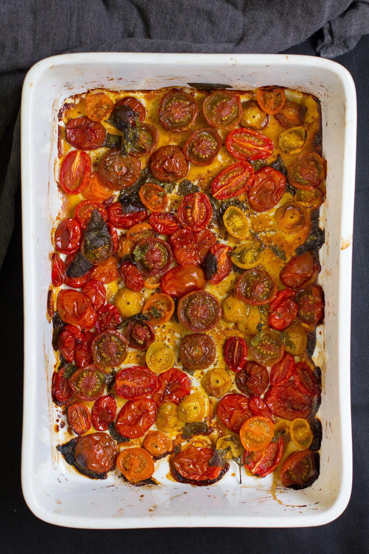 Slow-roasted-tomat-bruschetta-vegan-2.jpg