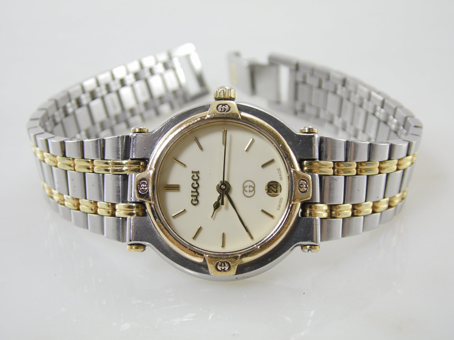 a950ca06df4 Vintage Womens Gucci 9000L Two Tone Gold Stainless Steel Calendar Date  Swiss Made Watch — New Avenue