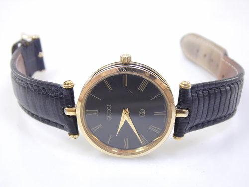 e2cec442806 Vintage Black   Gold Authentic Gucci 4.86 Mens Womens Unisex Roman Numeral  Stack Swiss Luxury Designer Quartz Watch ETA 561.001. SAM 1673.JPG