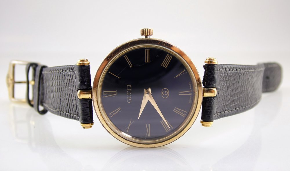 96801d5c1b9 Vintage black gold authentic gucci mens womens unisex stack JPG 2500x1474 Gucci  watch with roman numerals
