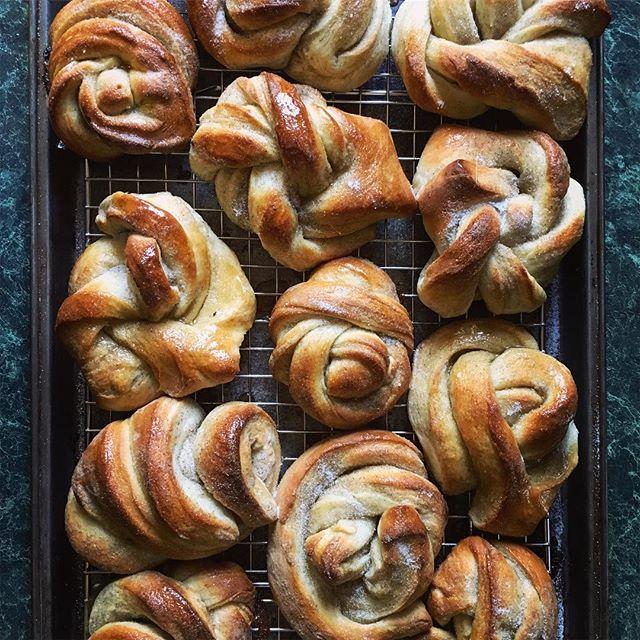Funky, oversized cardamom buns . . . . . . . . . #cardamom #baking #bake #cake #food #food #nordicbaking #eeeeeats #food52grams
