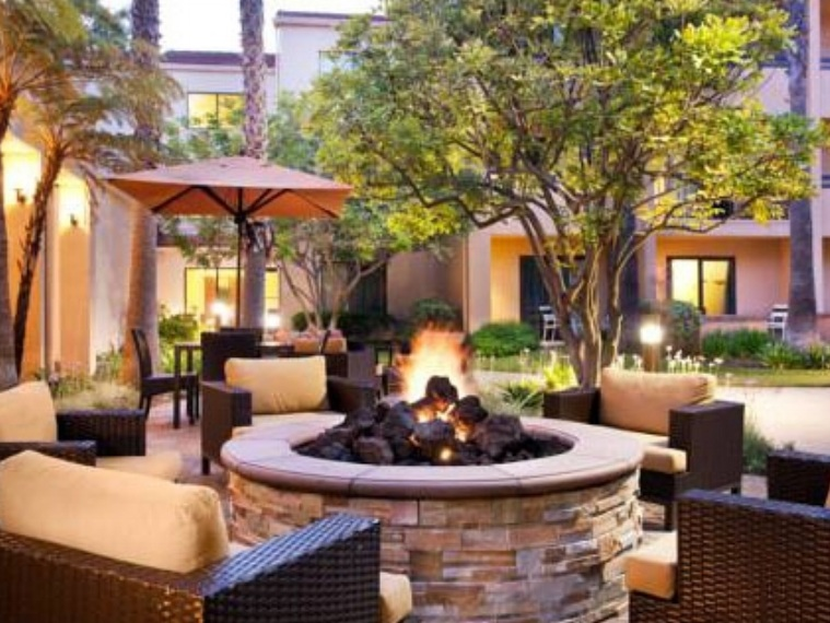 Courtyard by Marriott Pasadena   180 N. Fair Oaks Ave., Pasadena, CA 91103
