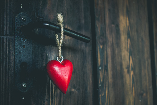 How does one become open to love and therefore attract love? How are you slamming the door unconsciously on opportunities for love? AND how do you stop? & LOVE KILLER; Closed Minds \u003d Closed Doors; how you\u0027re blocking your ...
