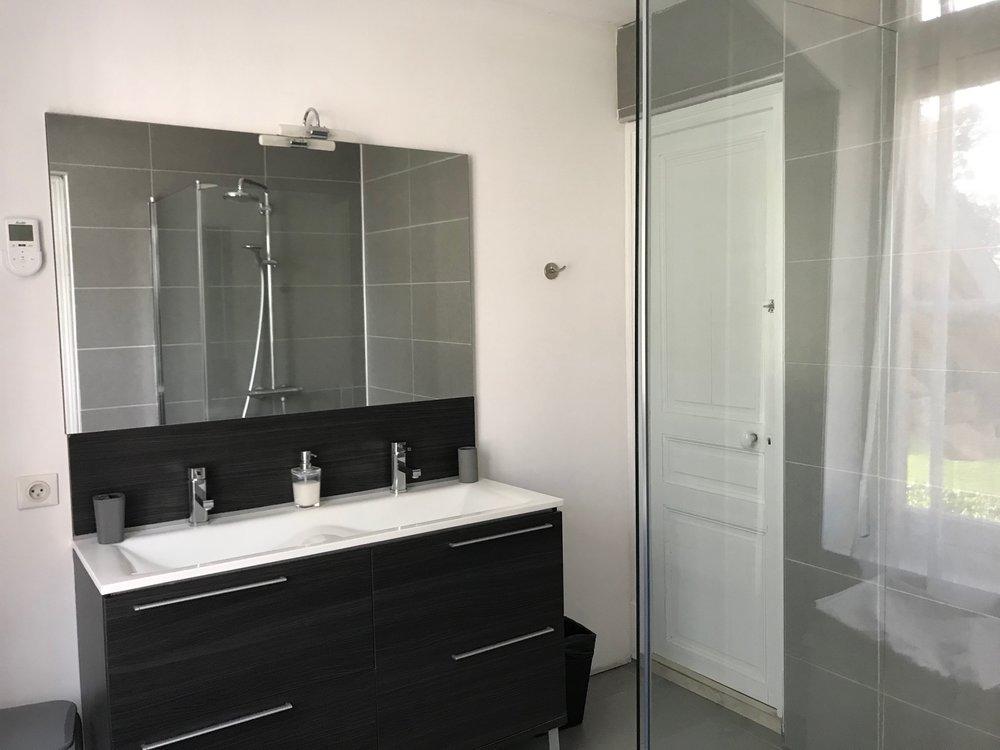 room 5 bathroom IMG_5710.jpg