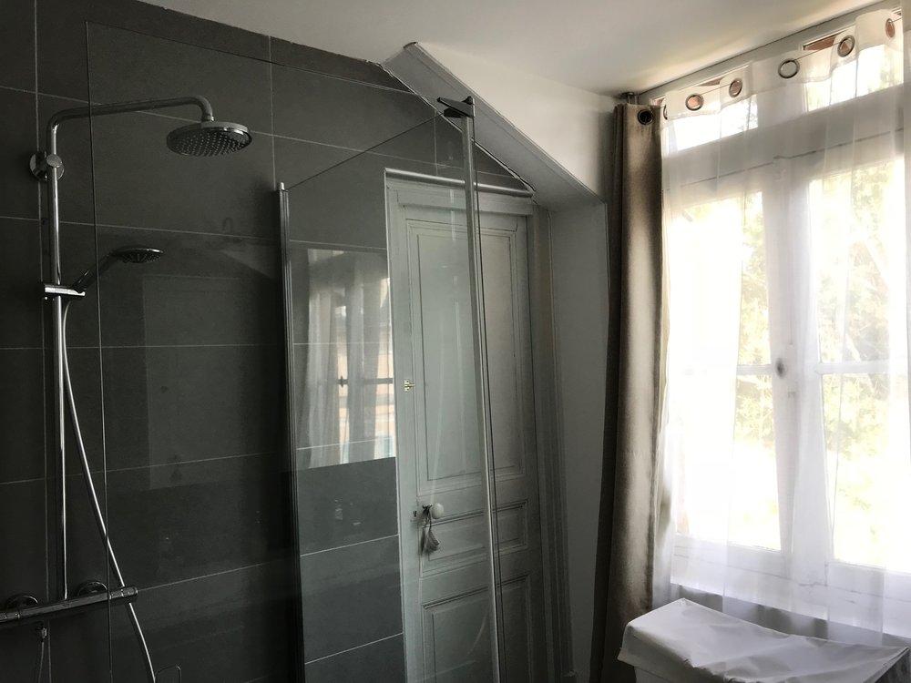 room 5 bathroom IMG_5707.jpg