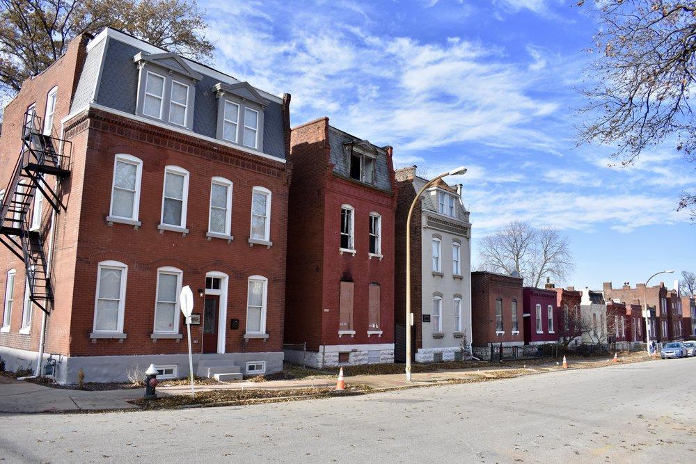 Marine Villa homes along Wisconsin Ave.