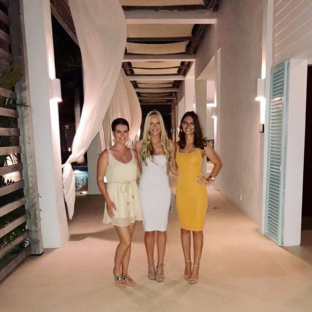 Last nights dinner with my bronze beauties at the Gansevoort #turksandcaicos #provo #gansevoortturksandcaicos #girlstrip