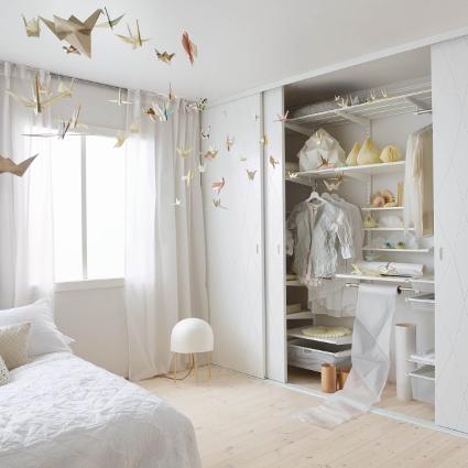 Makuuhuoneen liukuovikomero