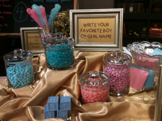 Gender-Reveal-pink-and-blue-candy.jpg