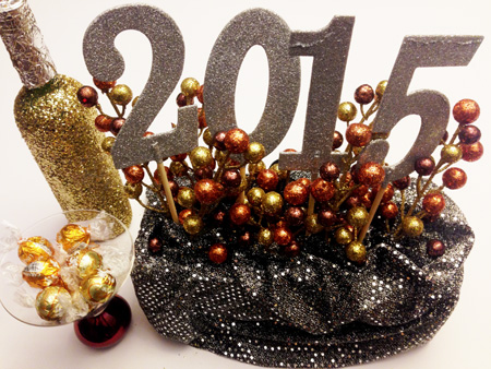 new-years-eve-centerpiece-and-champagne-bottle