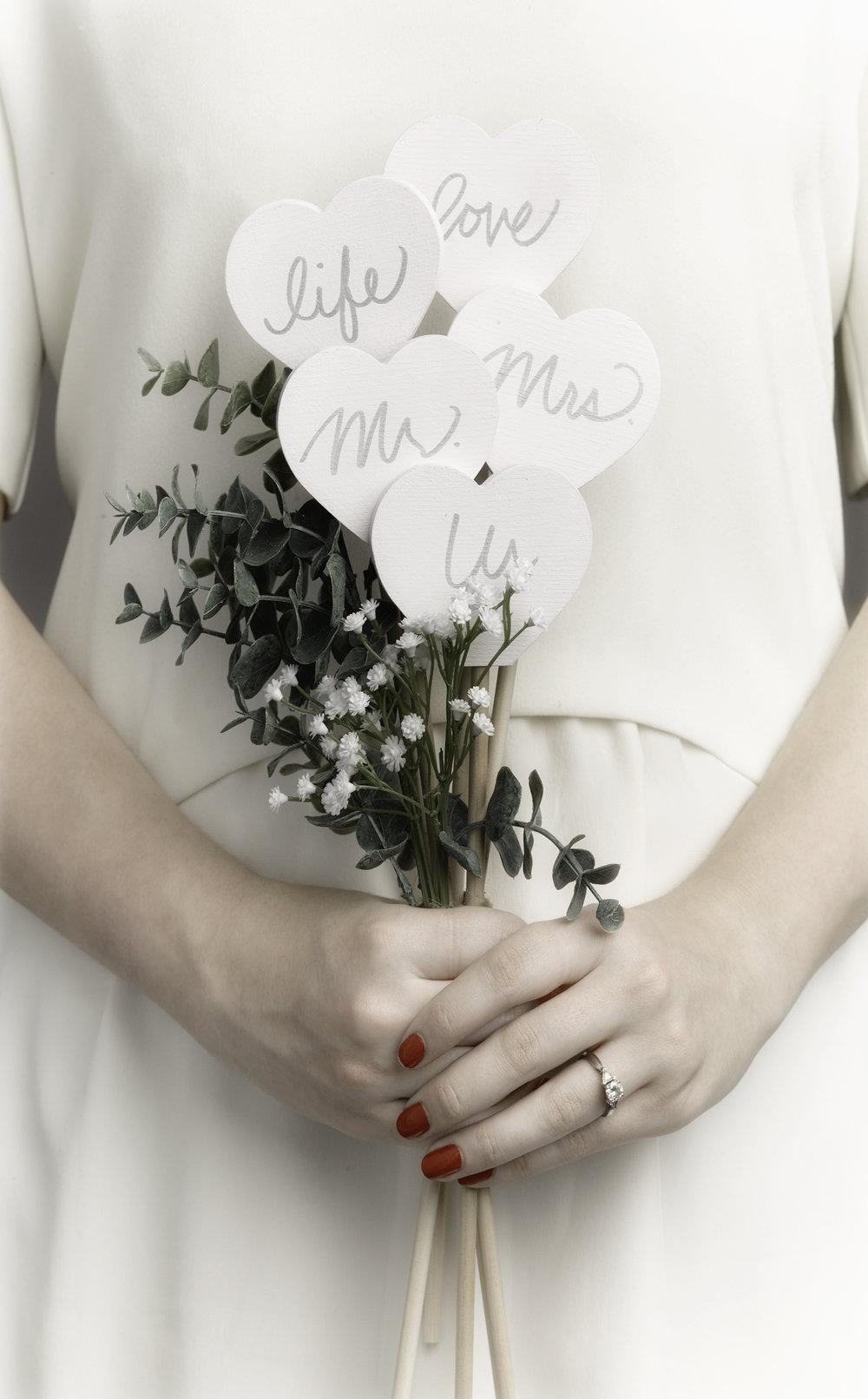 ALW_bridal_bouq_ret.jpg