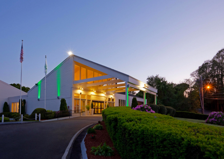 Holiday Inn Falmouth - 2019 rates: $179/ntCLICK HERE to book your roomThe Holiday Inn Cape Cod-Falmouth hotel is located in the charming, historic New England town of Falmouth, Massachusetts. Our full service hotel accommodations are perfect for families, business travelers, and groups of all sizes.Travelers heading to Cape Cod love our close proximity to the Martha's Vineyard ferries, downtown Falmouth MA, unique shopping, restaurants, and beaches