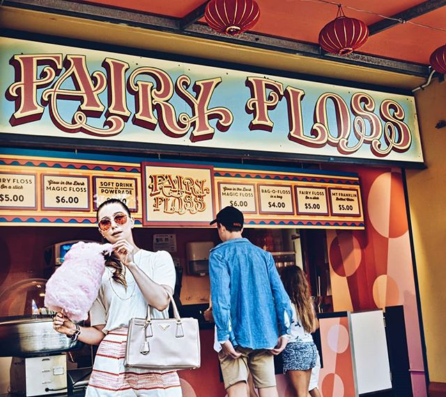I would have fairy floss eerrday, if I could 😝🍭🙆 More on the blog featuring La Valse d'Amélie by the incredibly talented Yann Tiersen, as song choice 🎶🎵 Direct link in bio! #instagood #sydneyfashionblogger #fashionbloggers #sydneystyle #cassandrachloe #sydneystreetstyle #sydney #ootdmagazine #foodie #foodporn #bloggers #lunaparksydney #outfitoftheday #cottoncandy #streetstyle #ootd #music #fblogger #fashionpost #instastyle #ootdshare #lookbook #instafashion #sydneymusic #fashionblogger #fashionista #candy #lollies #pink #fairyfloss