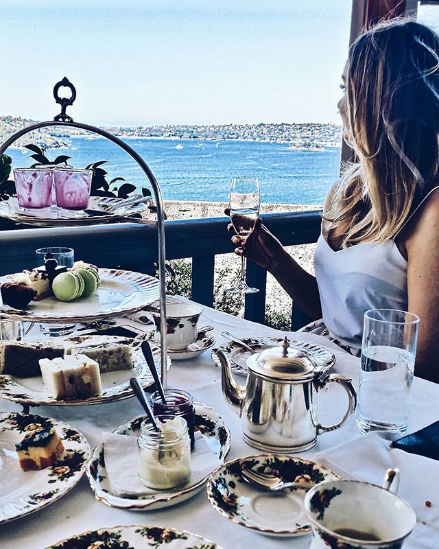 We've overcome #humpday! Yay! 🙌 Find out all about my latest piece on #charlescleyn . Canadian singer songwriter who's just released his latest #ep and music video 🙆♩ Direct link in bio . . . . . #canadianexpat #artist #musician #music #highteatime #hightea #lifestyle #outfitoftheday #sydneyfashionblogger #sydneyblogger #sydneystreetstyle #canadianblogger #fashionbloggerstv #sydneyfashionbloggers #musicbloggers #musicblog #fashionblogger #lifestyleblogger #beautybloggers #influenceraus #stylefile #outfitstyle #sydneyinfluencer #australianinfluencer