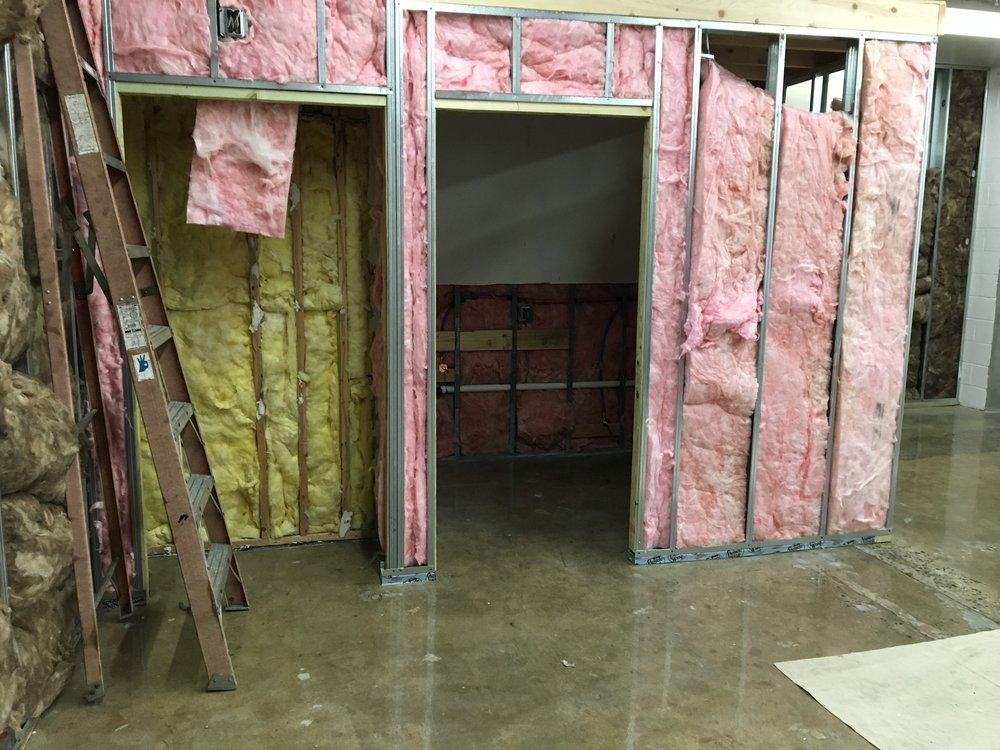 Insulation is in. It'll stay in place once the drywall gets put up over it.