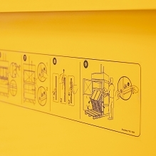 All balers are equipped with easily understood pictograms.