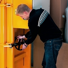 A threaded spindle ensures steady and safe opening of the main door.