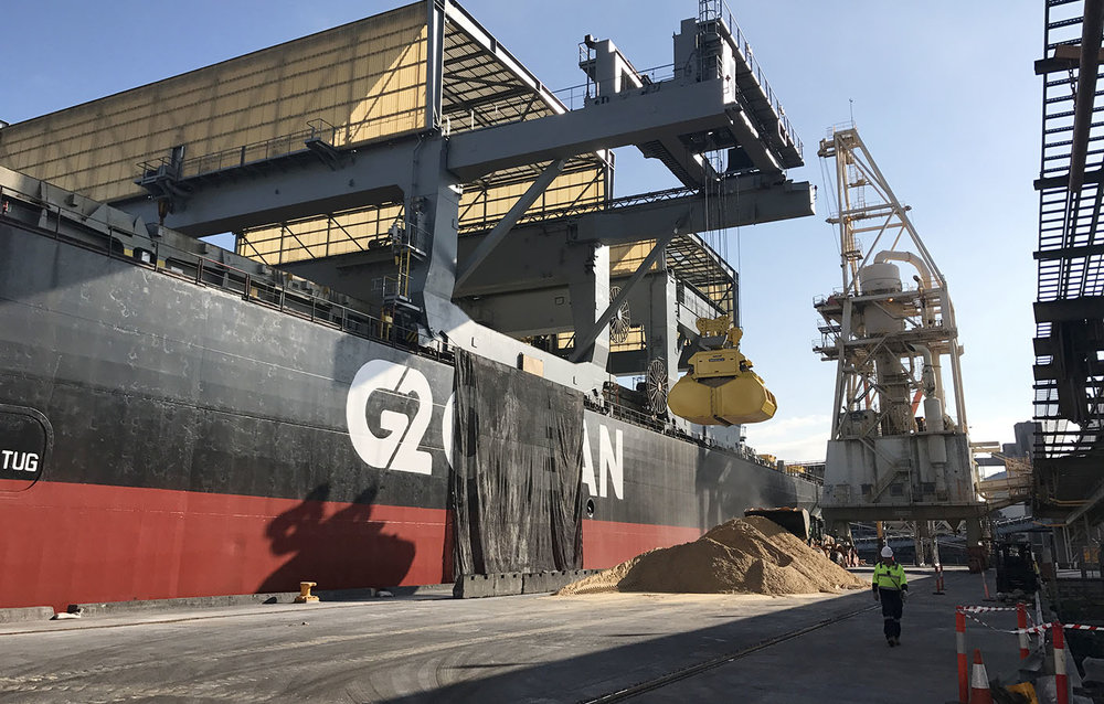 Bulk silica sand being loaded in Newcastle – May 2017