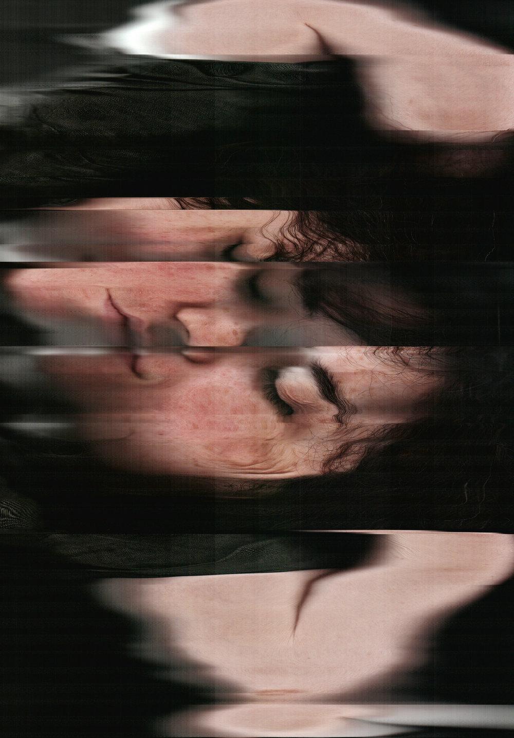 Portrait #4:一个枕靠着双手休息的波多黎各女子