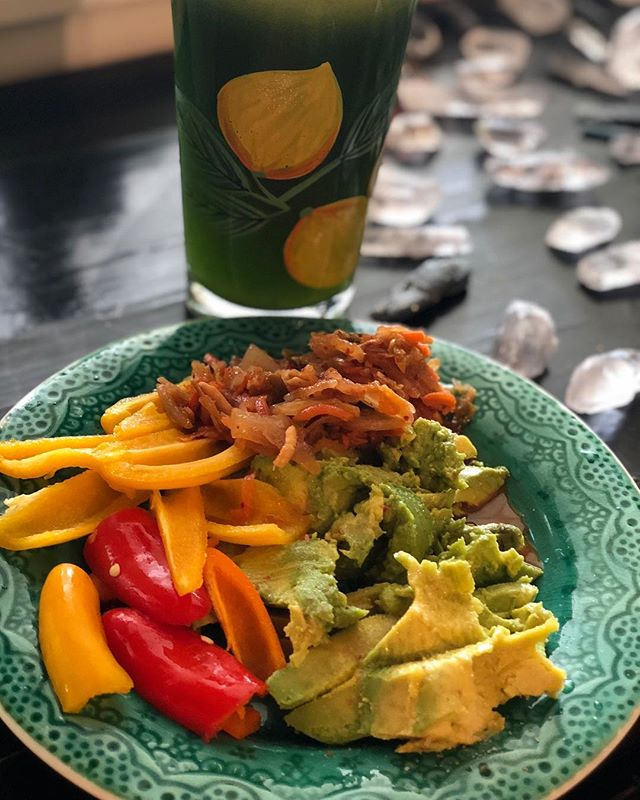 Perfect Friday lunch:  Ripe avocado off the tree. Sprinkled with a dash of Pink Salt. Japanese Kimchi. Mini organic bell peppers. And a fresh glass of #greenjuice which contains: celery, cucumber (with skin on), lacinato kale (a lot) and an apple. I've been juicing since 2007 and using my #greenstarelite for almost the whole time! I do switch off to my #kuvingsslowjuicer or my #brevillejuicer elite for convenience (super quick and very easy to clean). My Juice Fast Guide created in 2012 is STILL a bestseller 6 years later. No hype. No endorsements by brands. Just the real nutrition science behind WHY most detoxes and cleanses create more issues in the body,  why certain herbs and and detox principles are ESSENTIAL to avoid re-circulating toxins, and more. Link is in the profile!