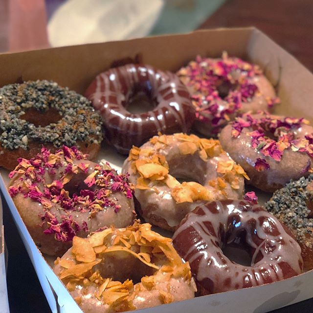 We seriously DID find the Holey Grail today at @holeygraildonuts 😍 What's better than fresh, hot, vegan donuts? I'll tell you... Fresh, hot, vegan, ORGANIC, locally sourced, farmer's market inspired, made with local Hanalei taro, pillowy bites of sublime flavors like rose petal, black Hawaiian sea salt and chili, chocolate coconut cashew creme and coconut bacon... I waited two and a half hours on Thursday to get my hands on these babies, only to find out they're only open on Saturday and Sunday from 7 am until they sell out. The location is secret. I can't tell you or you might get them first 🤣🤣🤣🤣 JK. They are operating out of the red truck (Hanalei Burger), right next to the liquor store in Hanalei. If you're in town or planning to visit... do not miss these. ❤️❤️❤️