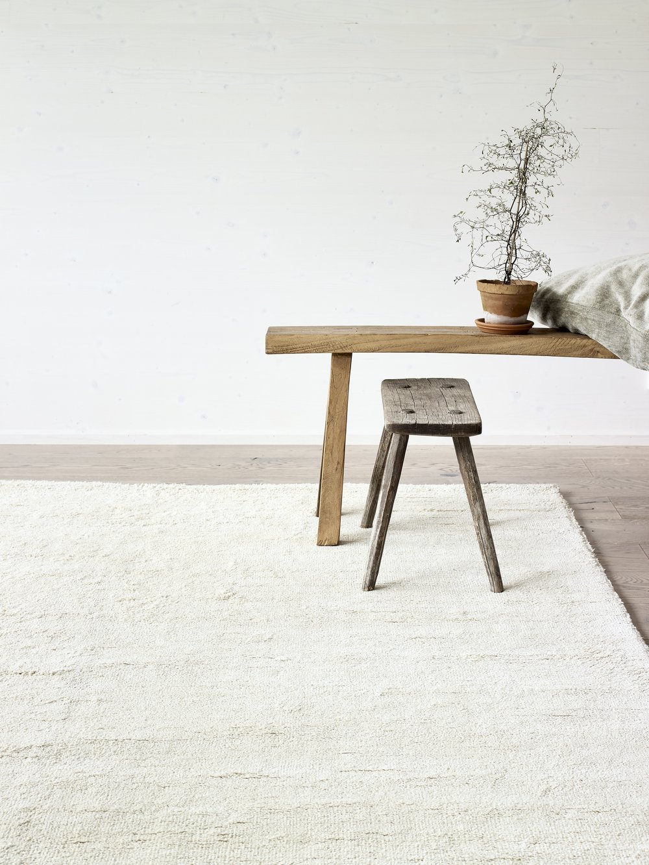 ROOTS LIVING Käsintehdyt matot valmistetaan luonnonmateriaaleista Intiassa I Väripaletti koostuu vaaleista- ja harmaansävyistä I Eri kokovaihtoehtoja