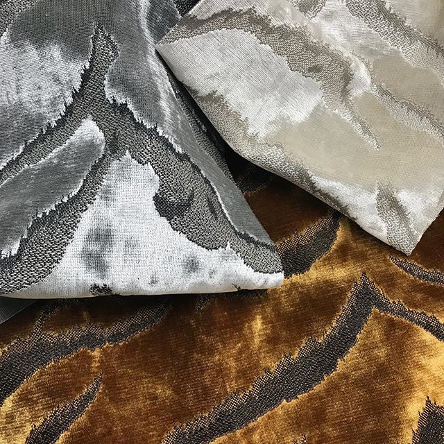 Everyone needs a bit of animal 🐅 #velvet #luxury #glamour #interiorinspiration #designdetail  #interiordecorating #upholstery #ottomans #bedhead #luxe #lushthis #sohointeriors