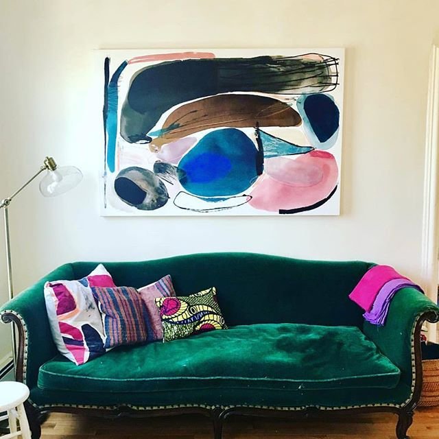 Adore the work of New York based artist Heather Chontos #abstractpainting #beauty #strongpallete #perspective #interpretation #brilliant #interiordecorating #designinspiration #designdetail #coolsofa #colour #hchontos #sohointeriors