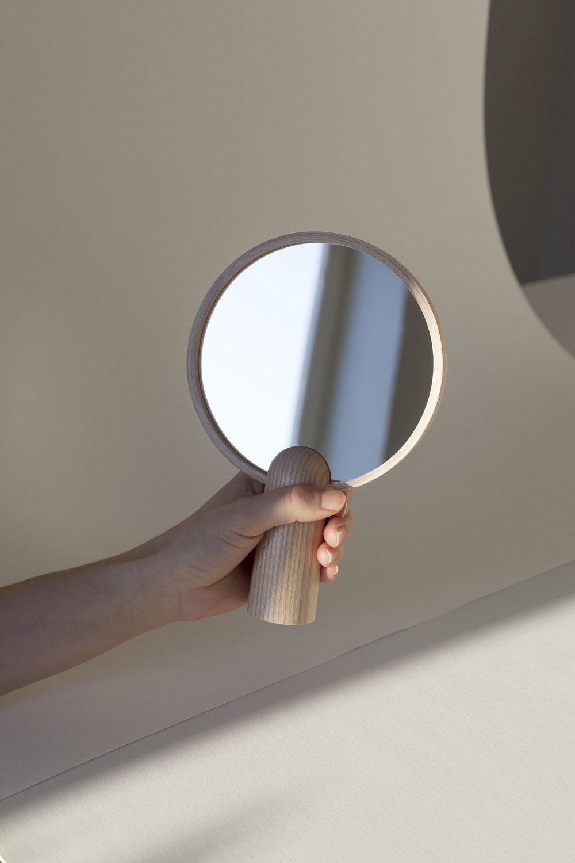 Aino Mirror 2 Kaksikko photo Maija Savolainen.jpg
