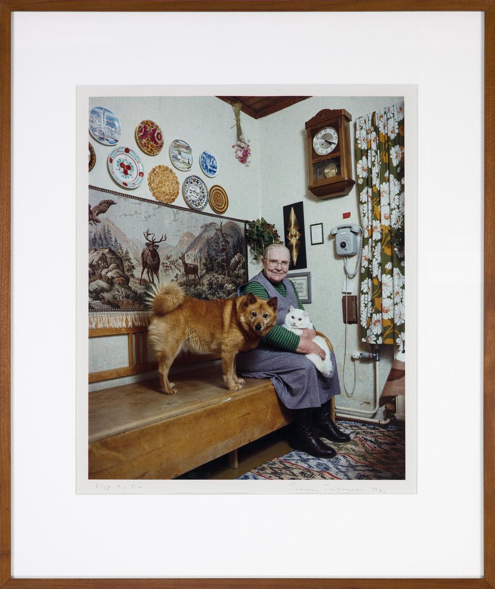 Pekka Turunen  Gammelmor med husdjur  1986 C-print, 6/25 45,5 x 37 cm