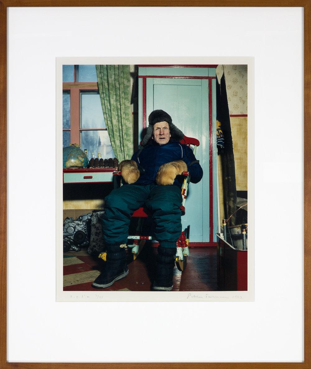 Pekka Turunen  En man i gungstol  1992 C-print, 3/25 45,5 x 37 cm