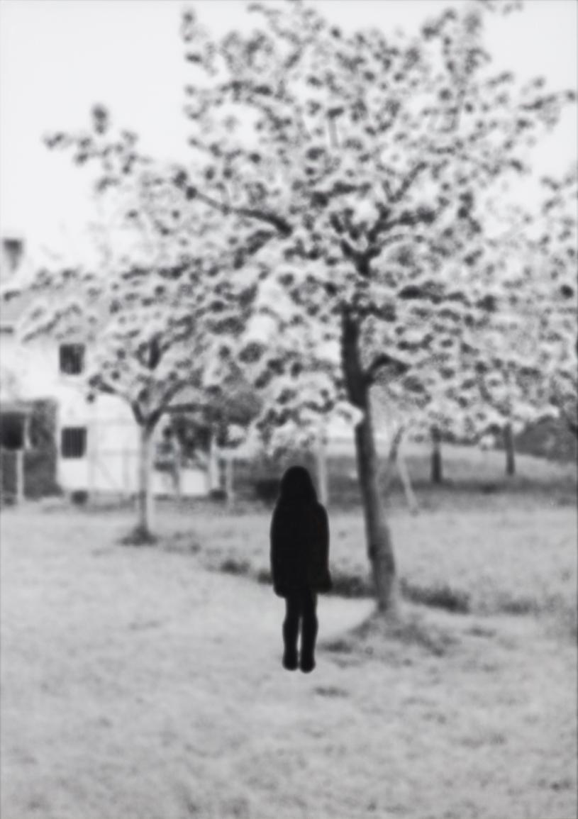 Maria Miesenberger  Utan titel (Flickan & trädet)  1993 Gelatin silver photography 100 x 72 cm