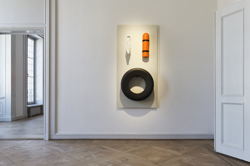 Lauren Davis Fisher   Wallboard 1  2017 Mixed media and ceramics 152,5 x 61 x 86,5 cm