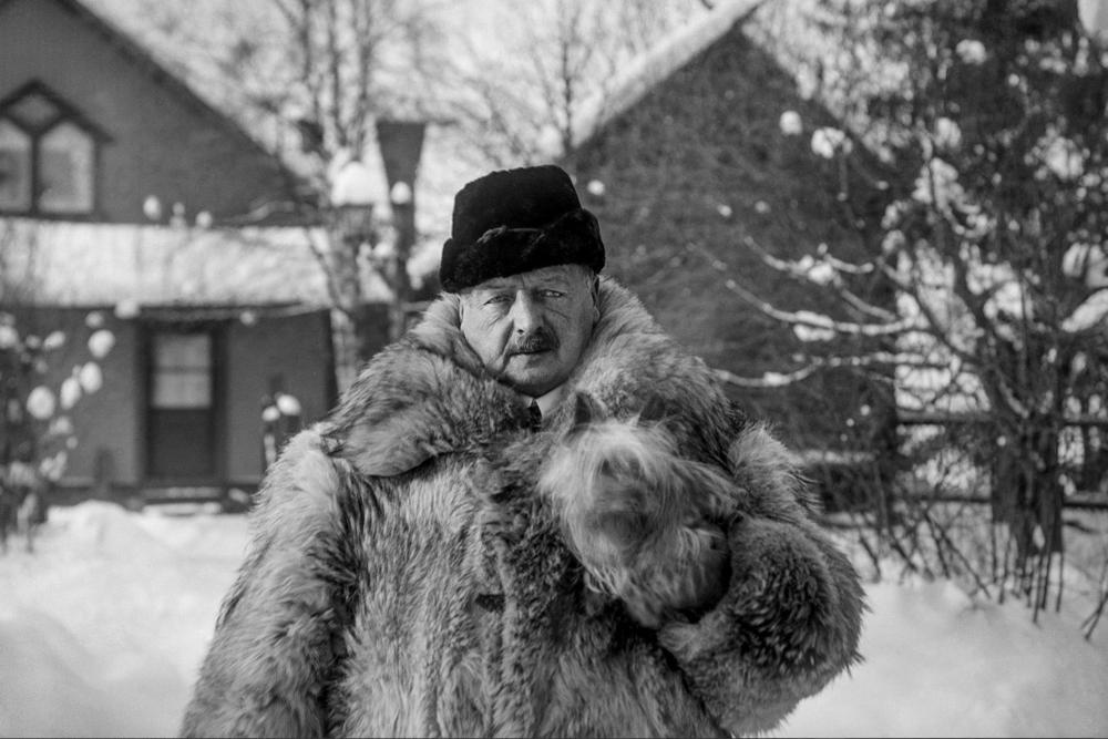 Self portrait taken outside Zorngården in Mora. © Zornmuseet