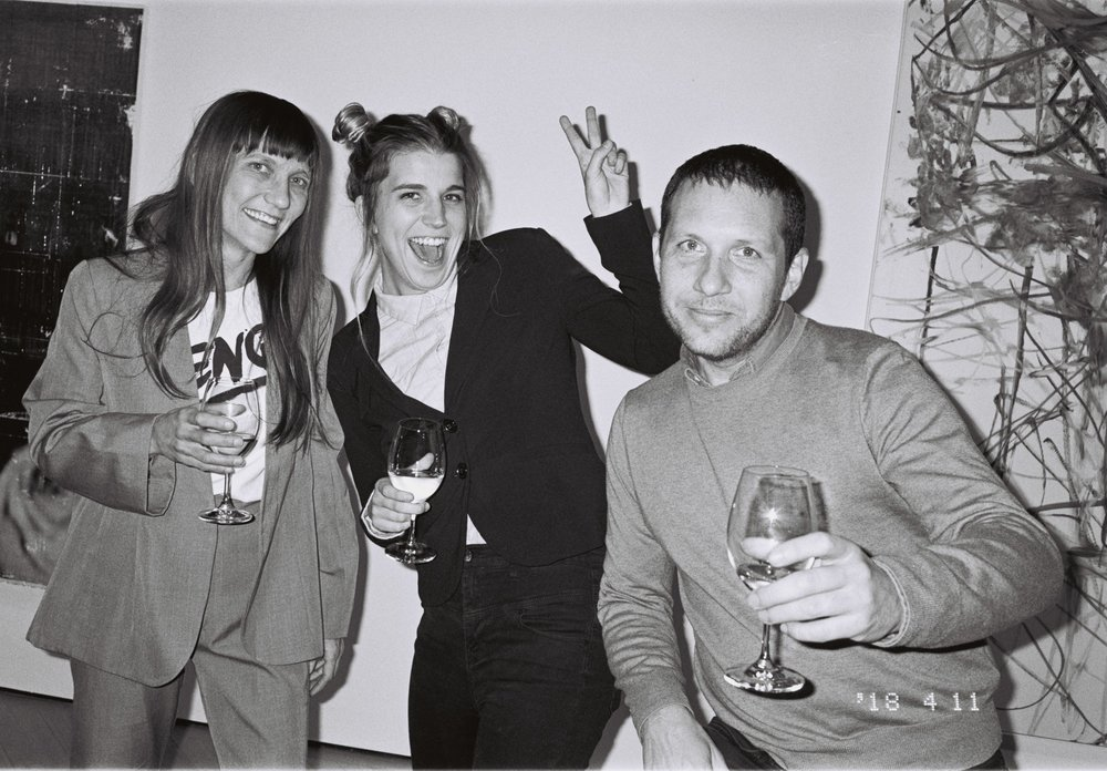 Joshua in company with the artist Lauren Fischer Davis and a friend at the opening night of the exhibition L.A. Dreams in Stockholm, 2018. Photo: Ivan Nunez.