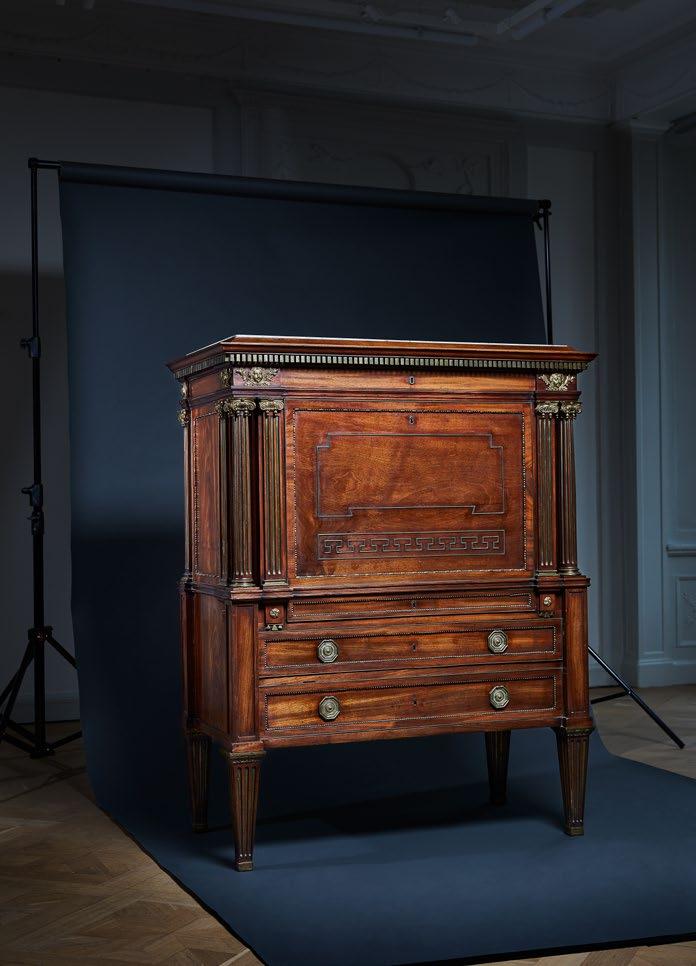 Johan Fredric Wejssenburg d.ä.  (1764—1842)  Mästerstycke  1795 Fanerad med mahogny och förgylld mässing. 110 x 57 x 140 cm