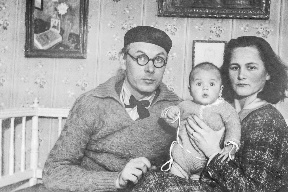 Photo: Bror Hjorth with his first wife Tove and the son Ole.