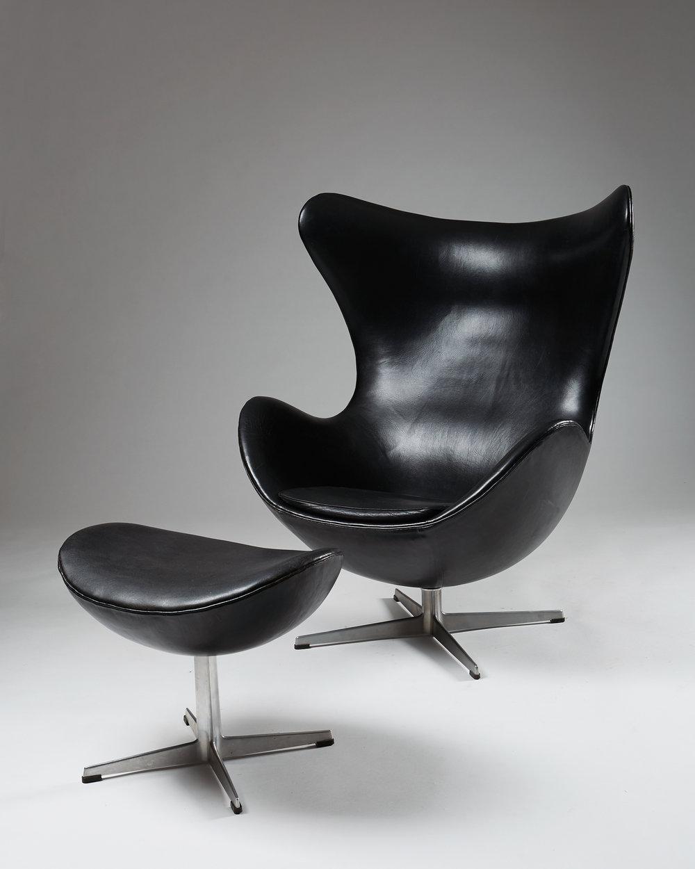 Arne Jacobsen  The Egg Denmark, 1958 Leather and aluminium. 106 x 72 x 82 cm Seat: 35 cm