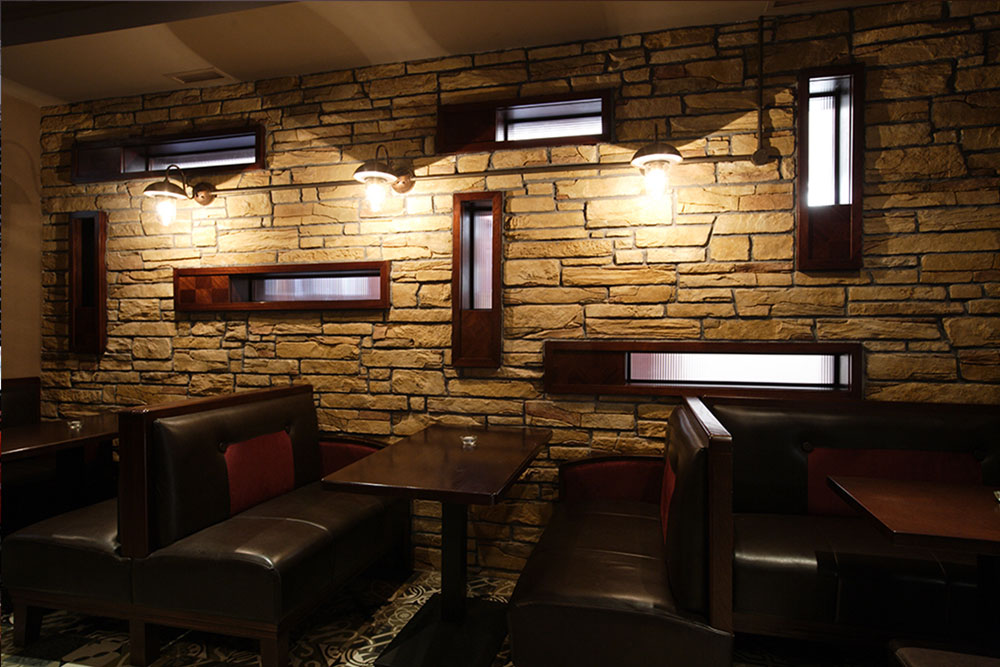 Malone's Irish Pub design - interior seating