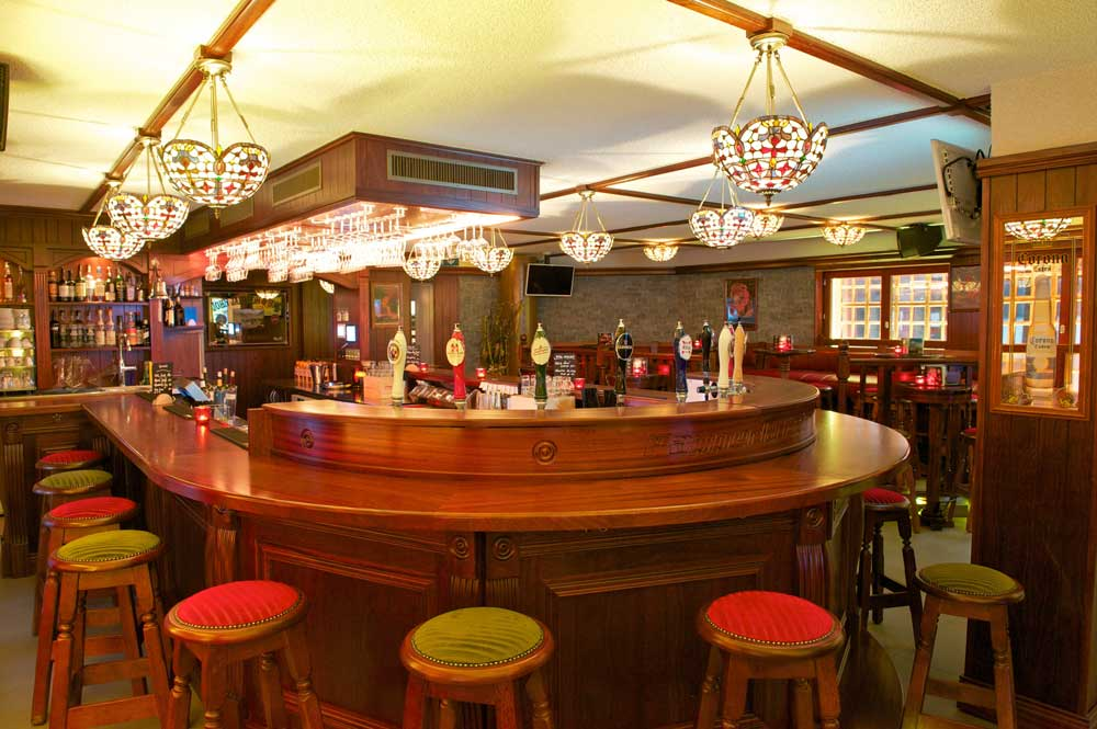 Papperla authentic Irish pub design - round-shaped wooden bar - interior design