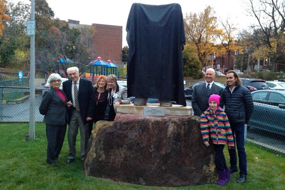 "At the dedication of ""Maximus"", donated to the MAB-Mackay Rehabilitation Centre, 2014"